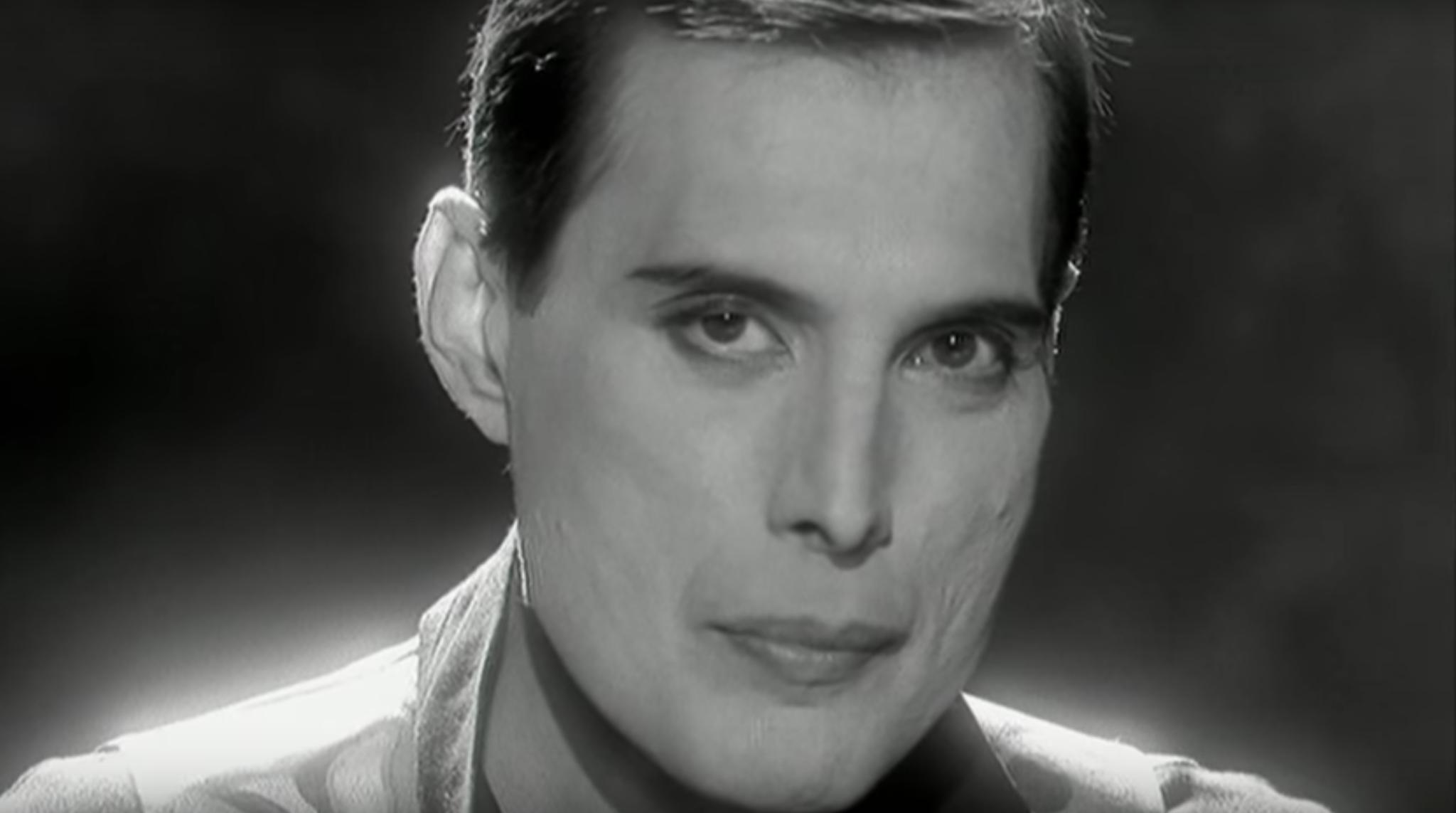 Innuendo, qui un frame di Days of our Lives, primo piano di Freddie Mercury