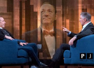 Alec Baldwin simpatizza per Kevin Spacey durante Tedious talk show