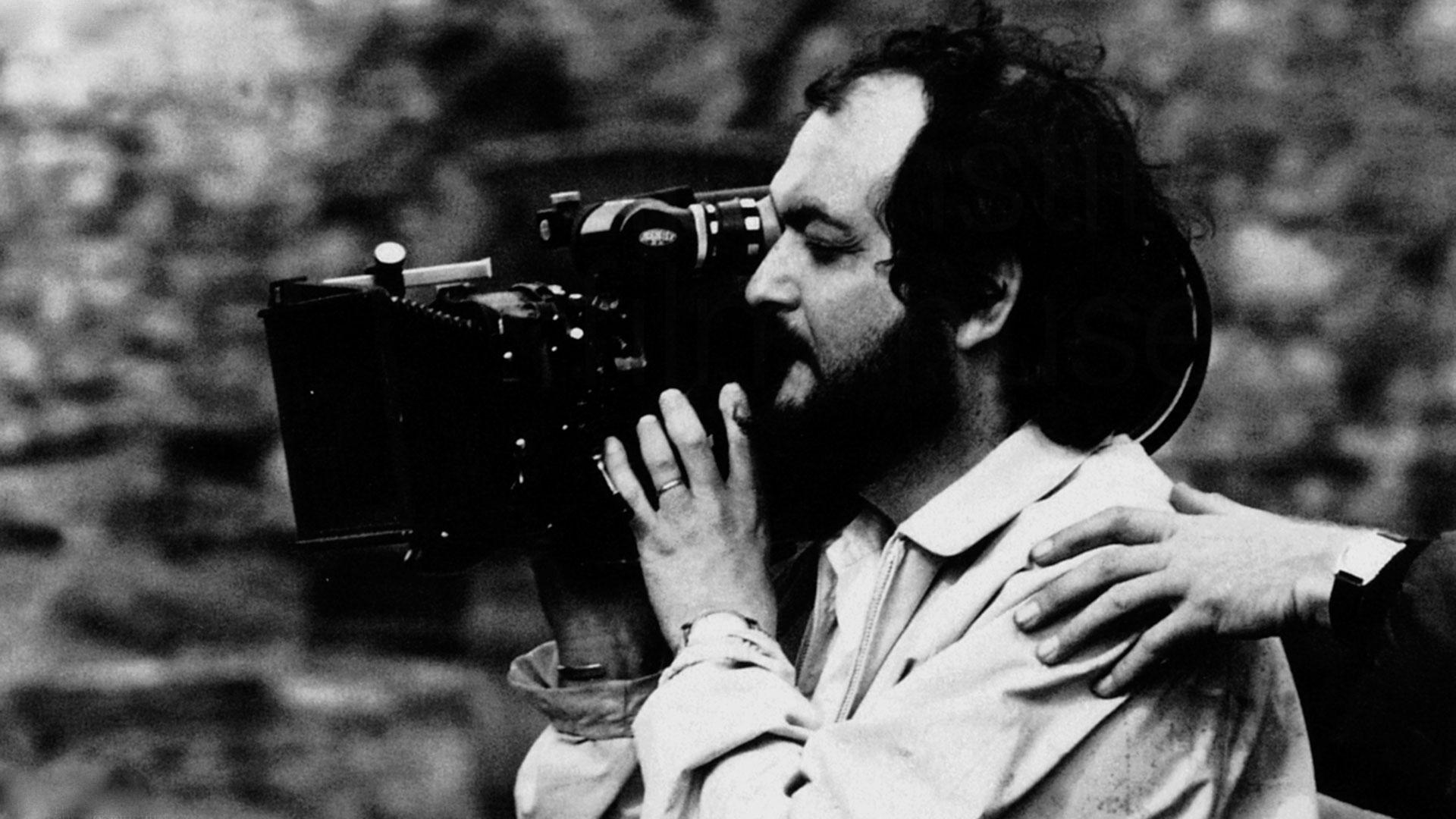 Stanley Kubrick sul set di Barry Lyndon imbraccia una cinepresa