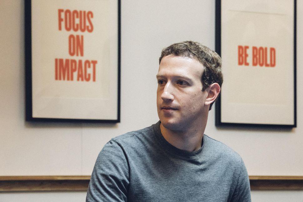 Il fondatore di Facebook, Mark Zuckerberg, non nelle sue giornate migliori