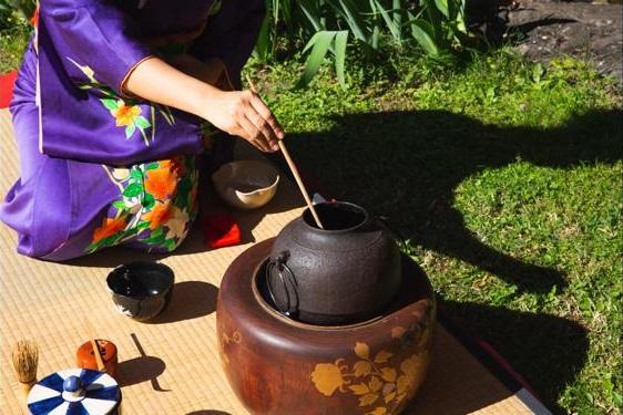 Cerimonia del tè con la maestra di tradizioni giapponesi